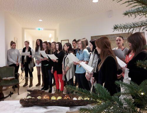 Vorweihnachtliches Musizieren im Wohnheim Pradl (3KA)